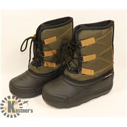 WEATHER SPIRITS BOYS SIZE 13 WINTER BOOTS.