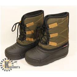 WEATHER SPIRITS BOYS SIZE 12 WINTER BOOTS.