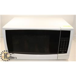 LARGE WHITE DANBY MICROWAVE -