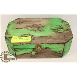 BROWN AND GREEN LIGHTENING BOX