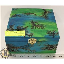 BLUE AND GREEN LIGHTENING BOX
