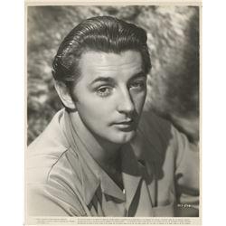 Robert Mitchum (10) photographs.