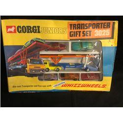 CORGI JUNIORS TRANSPORTER GIFT SET #3025 (DIE-CAST TRANSPORTER w/ 5 CARS)