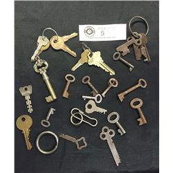 Lot of Vintage Skeleton Keys and Other Vintage Keys
