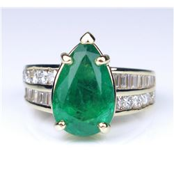 19CAI-5 EMERALD & DIAMOND RING
