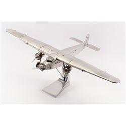 19PR-5 METAL MODEL OF AIRCRAFT