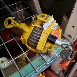 YELLOW SELF RETRACTING SAFTY HOIST