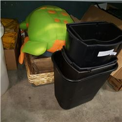 LOT OF VINTAGE TRAYS WICKER TRAY AND STUFFED FROG AND WASTE BINS