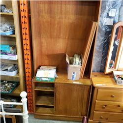 VINTAGE ENTERTAINMENT STAND WITH 2 SLIDING DOORS