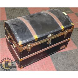 VINTAGE STYLE LOCKING TRUNK WITH KEY