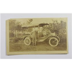 PHOTO CIRCA 1910 OF MAN CLASSIC AUTO