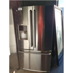 ELECTROLUX STAINLESS STEEL FRIDGE WITH BOTTOM FREEZER AND WATER + ICE (MODEL EW23BC71ISA)