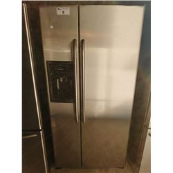 GE STAINLESS STEEL FRIDGE / FREEZER WITH WATER + ICE (MODEL GSR23KSTE SS)