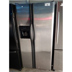FRIGIDAIRE STAINLESS STEEL FRIDGE / FREEZER WITH WATER + ICE (MODEL FRS3R5ESB7)
