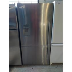 FISHER & PAYKEL STAINLESS STEEL FRIDGE WITH BOTTOM FREEZER AND WATER (MODEL E522BLXFDU)