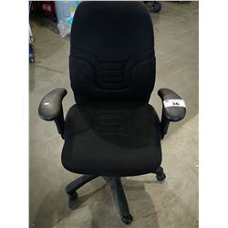 BLACK FABRIC ROLLING OFFICE CHAIR