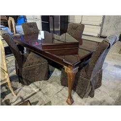 CARVED WOOD BALL & CLAW FOOT DINING TABLE WITH 4 CHAIRS AND LEAF