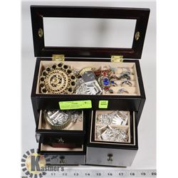 JEWELLERY  BOX FULL OF ASSORTED JEWELLERY