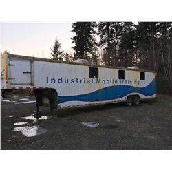 45' WELLS CARGO MOBILE TRAINING TRAILER (AIR BRAKES) (1 FLAT TIRE)