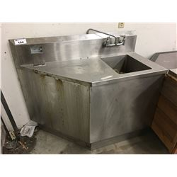 STAINLESS STEEL CORNER COUNTER WITH SINK