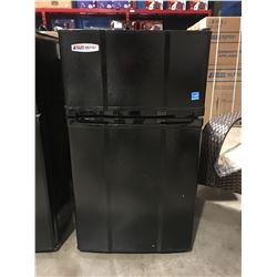 MICRO FRIDGE COMPACT BAR FRIDGE/FREEZER (BLACK)