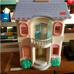 VINTAGE FISHER PRICE DOLL HOUSE