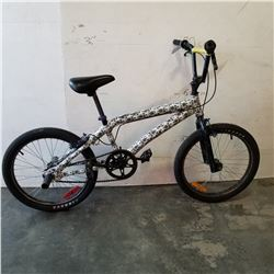 BLACK AND WHITE NO NAME BMX BIKE