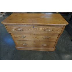 ANTIQUE OAK 3 DRAWER DRESSER