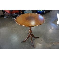 VINTAGE DUNCAN PHYFE PARLOUR TABLE