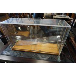 PLEXI GLASS DISPLAY CASE