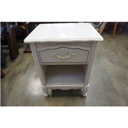 DAVELUVILLE WHITE NIGHTSTAND W/ DRAWER