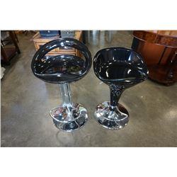 2 BLACK AND CHROME GAS LIFT BAR STOOLS