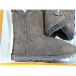 New Luv Boots size 5