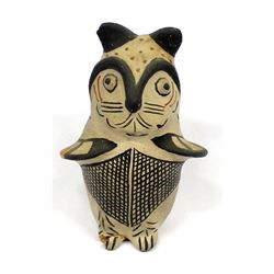 Vintage Native American Santo Domingo Pottery Owl