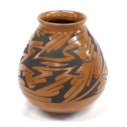 Mata Ortiz Pottery Jar by Rafael Silveira