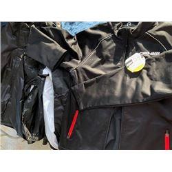 1 Can-am windproof fleece, M; 3 Triumph rain jackets, size L, M &S