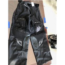 One THOR Terrain blackout s7 over-the-boot pant black: Size 34