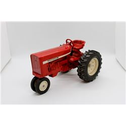 IH 504 tractor