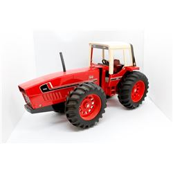 IH 3588 tractor      1/16