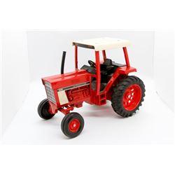 IH 886 tractor       1/16