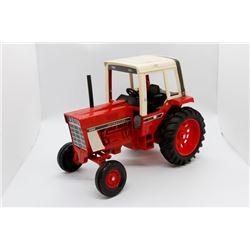 IH 1086 tractor     1/16