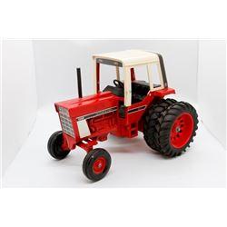 IH 1586 tractor        1/16