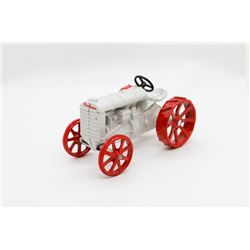 Fordson tractor   1/16