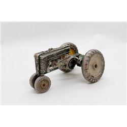 John Deere tractor Die Cast BROKEN   1/16