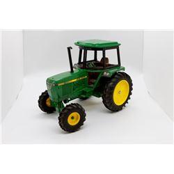 John Deere 2550 tractor   1/16