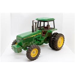 John Deere 4850 tractor    1/16