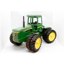 John Deere 8440 4WD tractor    1/16