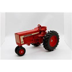 Farmtoy 806 tractor     1/16