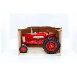 Farmall 350 tractor Ertl 1:16