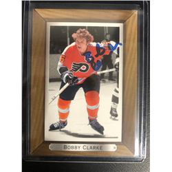 BOBBY CLARKE SIGNED FLYERS HOCKEY CARD